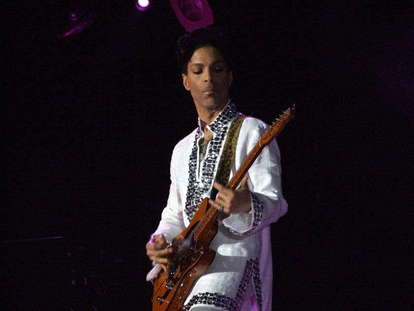 Prince sur scène avec une Fender Telecaster