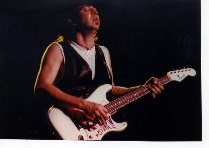 Stevie et sa célèbre guitare Fender Stratocaster