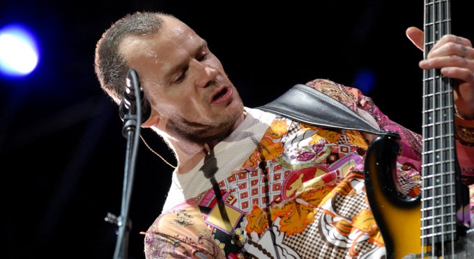 Flea, le bassiste des Red Hot en action