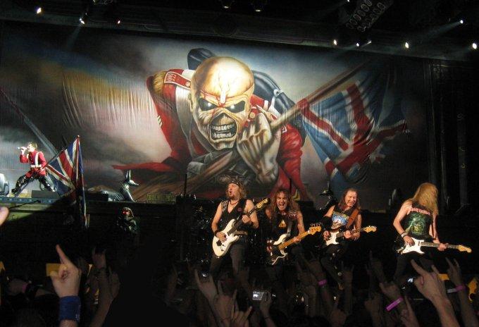 Iron Maiden sur scène au Palais Omnisports de Paris-Bercy