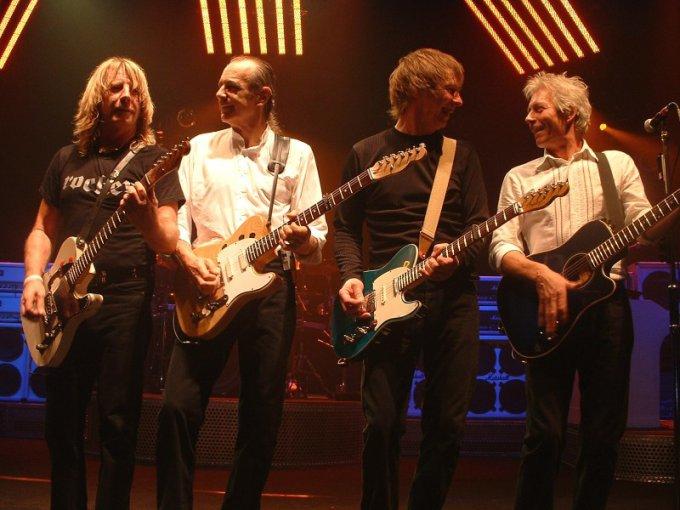 Les guitaristes du groupe Status Quo
