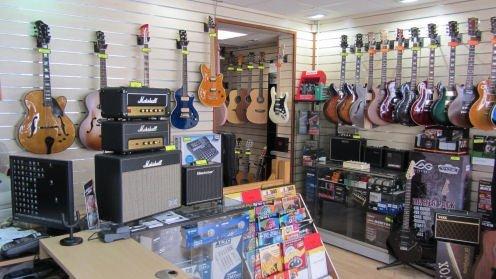 L'intérieur de magasin Music Lab de Poissy