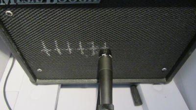 Le micro SM57 au centre du HP