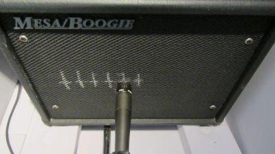 Le micro SM57 décaler par rapport au centre du HP position 2